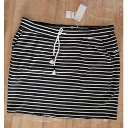 Ladies skirt black / white...